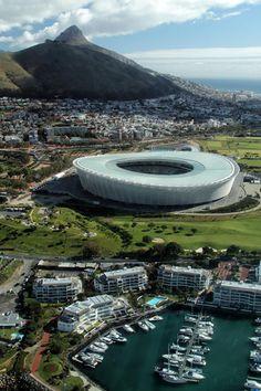 Estadio de Ciudad del Cabo un estadio multiusos situado en Ciudad del Cabo, #Sudáfrica. Su construcción fue motivada por la elección de la ciudad como sede de la Copa Mundial de Fútbol de 2010 Capacidad: 55.000