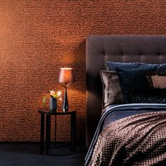 Det er ingen grunn til å være mørkeredd på soverommet. Her får du tips til hvordan du innreder det med mørke farger.