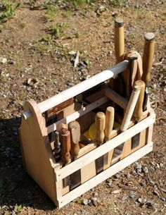 Woodworker's tool tote with chisel slot sides Wood Tool Box, Wooden Tool Boxes, Wood Tools, Toy Storage Boxes, Tool Storage, Carpentry Projects, Diy Wood Projects, Woodworking At Home, Workbench Plans Diy