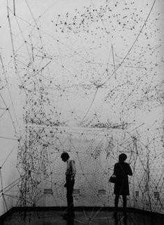 A historic overview of string in art practice: Fred Sandback, Robert Barry, Eva Hesse. Eva Hesse, Constellations, Robert Morris, Women Artist, Street Art, Instalation Art, Land Art, Art Plastique, Art And Architecture
