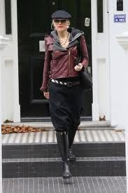 gwen rocks her burgundy leather jacket! LOVE HER STYLE!