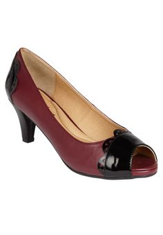 Our peep-toe pump with patent scalloped toe and heel detail is a  classic, chic shoe that pairs beautifully with any formal attire. We  carry this pump in wide and wide wide widths.  comfort padding: padded insoles with arch support offer extra cushioning at the heel and toe bed comfort grip: flexible, skid-resistant soles are designed for better traction comfort width: our extended sizes provide a perfect width in medium, wide and wide wide comfort heel: the stabilized heel design and sound…