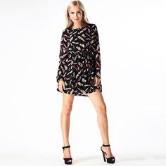 Schwarzes Kleid mit Feder-Print - Jetzt reduziert bei Lesara