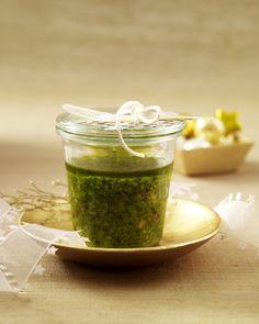 Unser beliebtes Rezept für Walnuss-Chili-Pesto und mehr als 55.000 weitere kostenlose Rezepte auf LECKER.de.