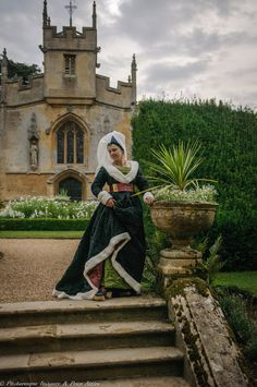 burgundian gown medieval in silk and fur