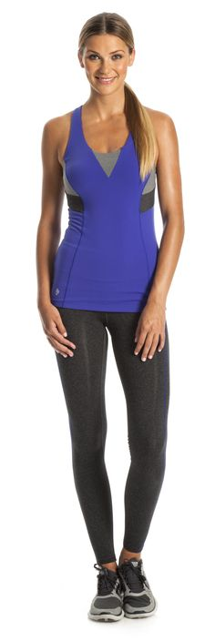 Love this workout outfit! The back of the tank has a keyhole!