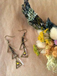 Pendants d'oreilles triangles bronze et pompons crin de cheval via…