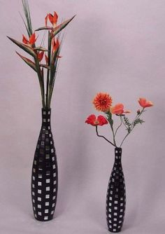 POTTEN EN VAZEN Slanke elegante zwarte vaas met ingelegde spiegeltjes