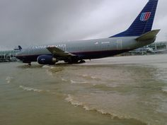 B-737 after huge rainfall at O'Hare. On September 12th more than 6 inches of rain fell on top of Chicago's O'Hare Airport.