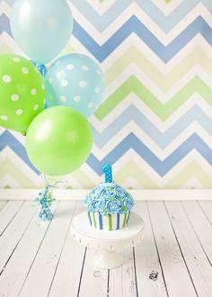 Smash cake looks like a cupcake Baby Cake Smash, 1st Birthday Cake Smash, Twin First Birthday, Baby Birthday, 1st Birthday Parties, Smash Cakes, Birthday Ideas, 1st Birthday Photoshoot, 1st Birthday Pictures