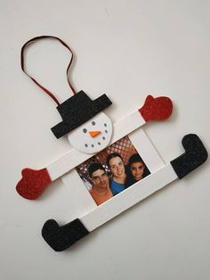 Christmas Arts And Crafts, Christmas Activities For Kids, Winter Crafts For Kids, Preschool Christmas, Christmas Ornament Crafts, Craft Stick Crafts, Christmas Projects, Preschool Crafts, Kids Christmas