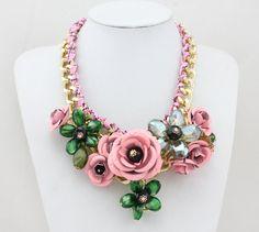Declaración florece el collar babero oro / color de por Necklace21, $19.90