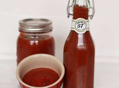 Easy DIY ketchup has no high fructose corn syrup and puts you in charge of how much sugar and sodium goes in. #health