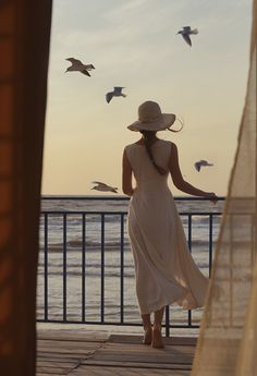 ⛵⊱Women ⚓ of salt air⊰⛵ .Looking Out ♥