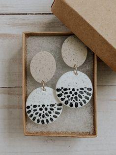 Polymer Clay Crafts, Polymer Clay Jewelry, Diy Clay Earrings, Earrings Handmade, Diy Jewelry Inspiration, Jewelry Ideas, Clay Design, Homemade Jewelry, Ceramic Jewelry