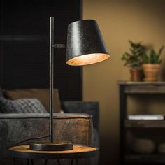 Retro Lampe, Industrial Table, Led Lampe, Affordable Furniture, Charcoal Color, Style Vintage, Desk Lamp, Table Lamps, Bedroom Decor