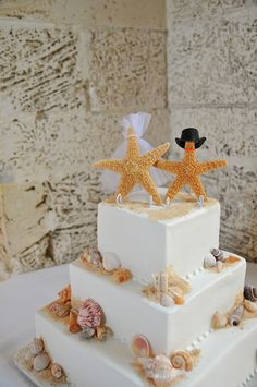 Beach Theme Wedding Cake - Photography by Rosie Hernandez