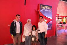 Bareng Sales Director Oriflame Indonesia Bp. Andi Akmar dan SAM Sumatera Region Bp. Dedy Lase di Welcome Dinner tadi malam smile emotikon  Look at Shofi..  She's so happy grin emotikon  photo and caption by kak Hana  #OriflameDiamondConference2016  ~ Ferrari World, Abu Dhabi ~ 19 Januari 2016