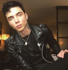 Andy Biersack (born Andrew Dennis Biersack on December is the lead singer and founder (as well as sole founding member currently part of) American … Black Veil Brides Andy, Black Viel Brides, Andy Black, Andy Biersack, Beautiful Men, Beautiful People, Beautiful Images, Chica Punk, Bvb Fan
