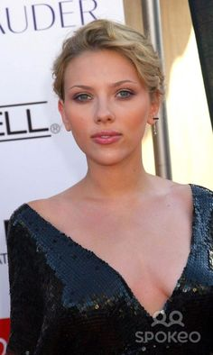 6th Annual Young Hollywood Awards at Avalon Hollywood, Hollywood, California 05/02/04 Photo by Ed Geller/e.g.i./Globe Photos Inc. 2004 Scarlett Johansson