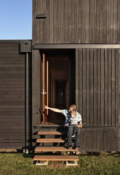 Black Stained Rain Screen vertical siding - Laguna penthouse