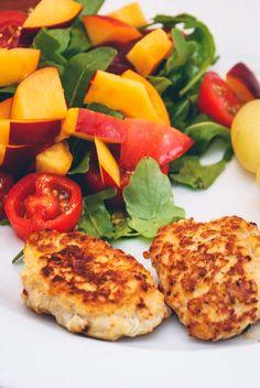 Billedresultat for kyllingefrikadeller Snack Recipes, Snacks, Fabulous Foods, Bruschetta, Tandoori Chicken, Salmon Burgers, Carne, Meat, Dinner