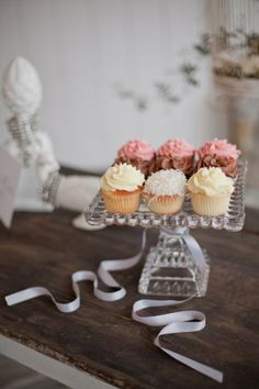 cupcakes, vintage cake stand
