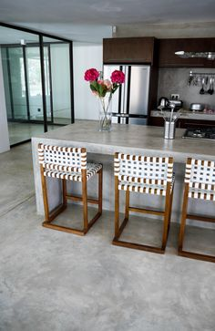 Cement finish table 🖤 Finishes by - Floors in Hardener and Counter in Home Decor Kitchen, Kitchen Interior, Home Interior Design, Kitchen Design, Minimalist House Design, Minimalist Home, Cement House, Bungalow Decor, Shed Homes