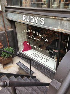 超酷復古髮廊 + 品味超群的 select shop : 這不就是我夢寐以求的複合式商店嗎?也太時髦了!  原本要在Ace Hotel附近午餐 卻因為被這個男性理髮店所吸引 跑來它樓上同名的精品店逛逛 Rudy's Barbershop 除了認真的經營男士理髮 (招牌說也有女士理髮) 樓上的select shop混合了古著和新品 風格以worker's wear 粗獷男裝和飾品為主。  http://www.everydayobject.us/2014/09/25/no-more-blue-jeans-shopping/