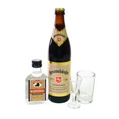 Lüttje Lagen Anfängerset mit Lüttje Lage Bier von der Herrenhäuser oder Gilde oder Hanöversch mit Korn und Gläsern - jetzt bei www.luettjelage.com/anfaengerset . #lüttjelage #hannover #tradition #bier #beer #schnaps