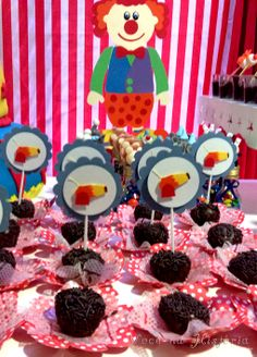 Circus party - pins and tags