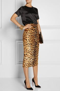 How to wear a leopard print pencil skirt with black high heels. Work Fashion, Fashion Models, Fashion Trends, Skirt Fashion, Modest Fashion, Mode Outfits, Skirt Outfits, Dress Skirt, Moda Animal Print