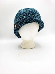 Velvet Flapper hat in 'Teal' by OhanaBoutiqueCrochet on Etsy Roaring 20s Fashion, White Hibiscus, Flapper Hat, Faux Fur Pom Pom, Fringe Scarf, Ohana, Costume Jewelry, Crochet Hats, Teal