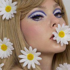 hippie makeup 397442735868350896 - Source by neptunehanabira Retro Makeup, Vintage Makeup, Cute Makeup, 70s Disco Makeup, 70s Makeup Look, 2000s Makeup, Makeup Inspo, Makeup Art, Beauty Makeup