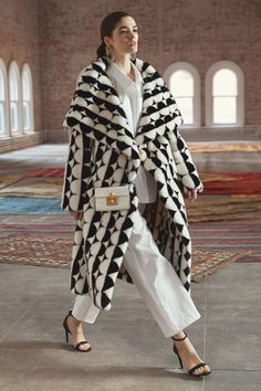 Before 2019 oscar de la renta fall collections - vogue Casual Work Outfits, Work Casual, Winter Outfits, Vogue, Diy Fashion Show, Women's Dresses, Edgy Dress, Mode Mantel, Maxi Coat