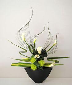 Risultati immagini per ikebana arte floral japones Types Of Flower Arrangement, Contemporary Flower Arrangements, Ikebana Flower Arrangement, Ikebana Arrangements, Unique Flower Arrangements, Artificial Flower Arrangements, Flower Show, Flower Art, Flower Ideas