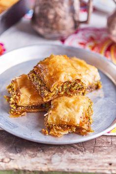 Joghurtos, pisztáciás baklava - a hedonista mennyország!   Street Kitchen Apple Pie, Lasagna, French Toast, Cookies, Breakfast, Ethnic Recipes, Food, Crack Crackers, Morning Coffee