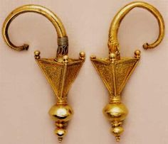 Earrings in the shape of a pyramid.5-4 century BC Treasure of Kyustendil