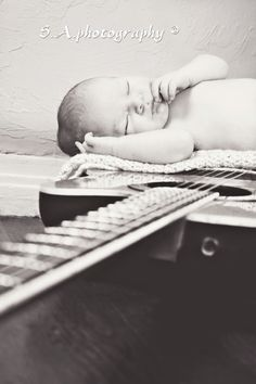 I love this... Daddy's guitar <3