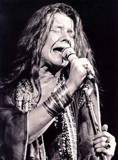 Janis Joplin performing at Woodstock in Janis Joplin, Acid Rock, Coachella, Jimi Hendricks, Blues, Music Magazines, Jim Morrison, Female Singers, Photos Du