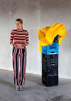 Green Parkering #AFF #AFFstyle #fashion #stripes #Singita #crates #creative #yellow Friends Fashion, Crates, Stripes, Yellow, Cover, Creative, Green, Pants, Trousers