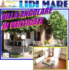 Villa Angolare in Verticale in Vendita in Ottimo Stato di Manutenzione in Centro Lido delle Nazioni ai Lidi Ferraresi. Per Informazioni TEL: 0533.399744 oppure segui il Link sotto indicato http://www.lidimare.com/ville-lidi-mare/vendita-villa-angolare-in-verticale-centro-lido-nazioni-comacchio_763c8.html#up #LIDIMARE  http://www.lidimare.com