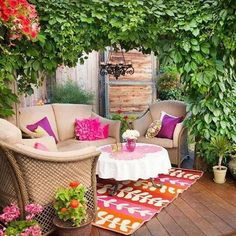 Maximize small spaces for an outdoor party with our tips for small-space outdoor entertaining. Whether you have a small deck, patio, or enclosed backyard, we give you ideas for making the most of your space while entertaining outdoors. Outdoor Rooms, Outdoor Living, Outdoor Furniture Sets, Outdoor Decor, Outdoor Seating, Cozy Furniture, Balcony Furniture, Wicker Furniture, Outdoor Fabric