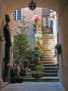 A colorful courtyard of Saint Paul de Vence town. Saint Paul de Vence is a medieval town in France on the French Riviera _ Egy szines udvar a Saint Paul de Vence kisvárosban. Saint Paul de Vence egy középkori kisváros Franciaországban a francia Riviérán Beautiful World, Beautiful Places, Beautiful Stairs, Beautiful Gorgeous, Belle France, Stairway To Heaven, Oh The Places You'll Go, Stairways, Belle Photo