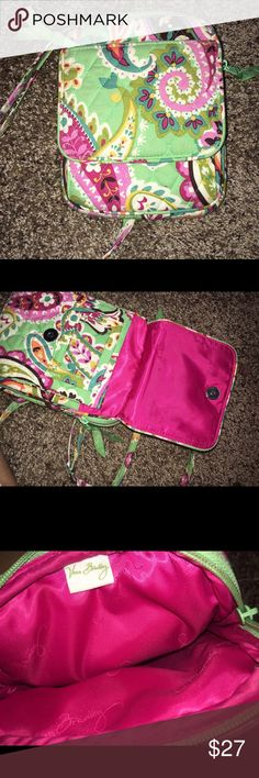 Vera Bradley bag It's super cute and very good condition. I got it last summer and I have probably used it only 2 times!! OPEN TO OFFERS!!😊😊 it has an adjustable strap.Very clean in the inside and outside. Smoke free home Vera Bradley Bags