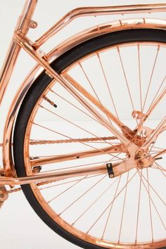 Van Heesch's Copper Bicycle - You could create a DIY copper bike by using spray paint to cover the frame Copper Rose, Copper Color, Bronze, Color Cobrizo, Gold Everything, Art Deco, Oldschool, Bike Design, Or Rose