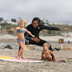 @dorothyseven's turn for surf lessons!! How about that form! Hahah..Points for cuteness?? 💜🏄🏼♀️💜 /// #family #bucketlist #adventure #california #airbnb #travel #travel /// @airbnb @albumsurf @minnowswim @garrettgee @dorothyseven @manillagee @thebucketlistfamily