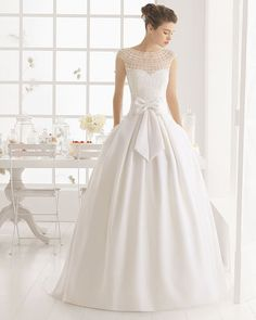 Aire Barcelona 2016 Wedding Dress – Belle The Magazine Aire Barcelona 2016 Brautkleid – Belle The Magazine 2016 Wedding Dresses, Wedding Attire, Bridal Dresses, Wedding Gowns, Bow Wedding, Modest Wedding, Gorgeous Wedding Dress, Beautiful Gowns, Wedding Inspiration
