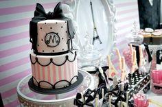 Apaixonada por esta Decoração de Chá de Bebê com o tema Paris.Uma sugestão que pode ser usada para outras comemorações.Imagens do facebook Sweet Bambini Event.Lindas ideias e muita inspiraç...