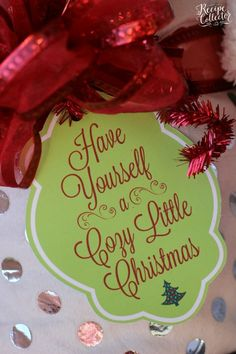 Cozy Little Christmas Tag & Gift Idea Cozy Little Christmas Tag and Blanket Gift Idea - Perfect gift idea for teachers, friends, and family. Two Christmas tag options FREE to print. Neighbor Christmas Gifts, Diy Christmas Presents, Little Christmas, Christmas Ideas, Christmas Tables, Neighbor Gifts, Christmas Recipes, Christmas Time, Christmas Decor
